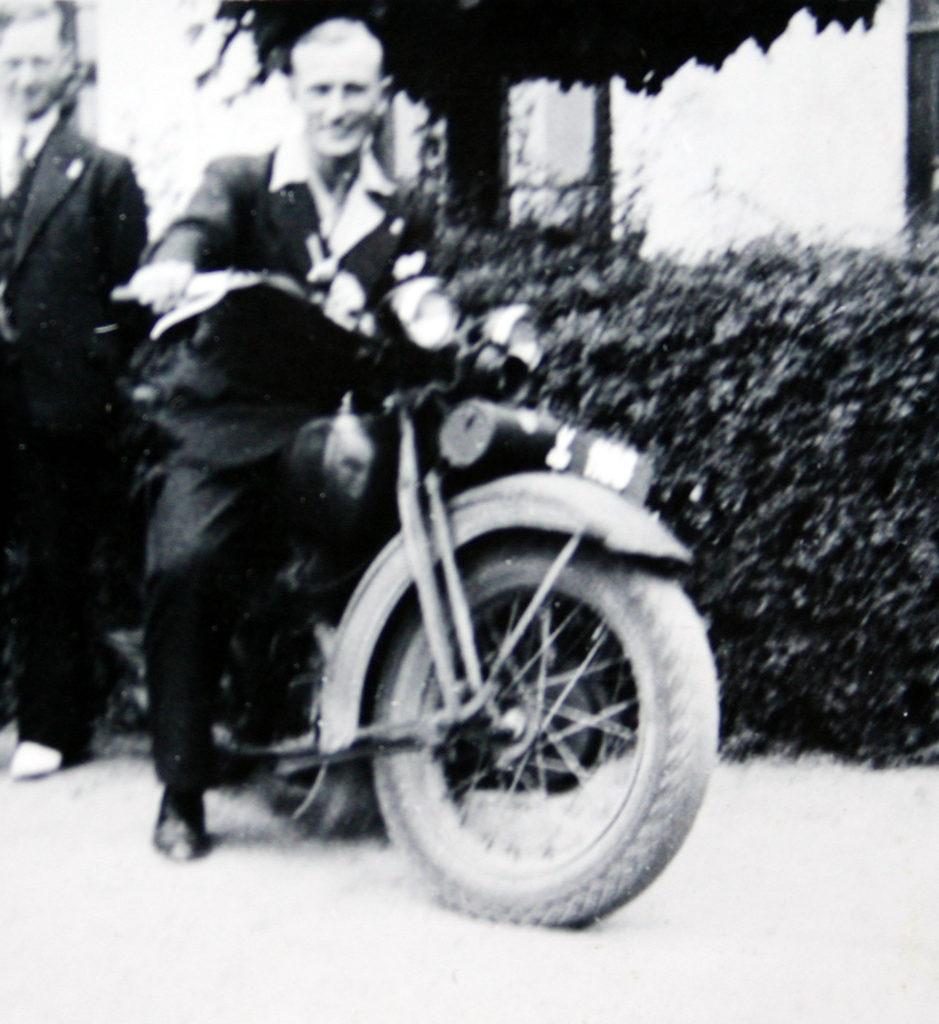 knud-aage-med-motorcykel